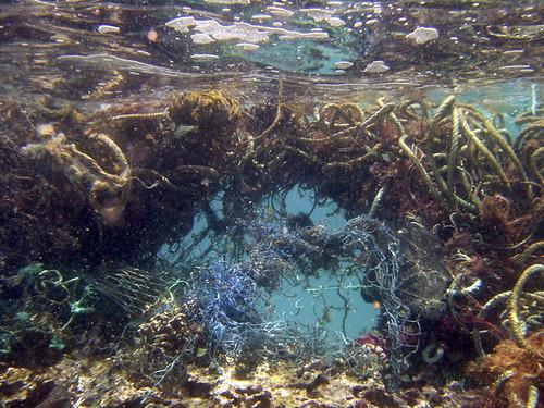 海洋廢棄物。圖片來源:CC授權,NOAA's National Ocean Service保留部分權利