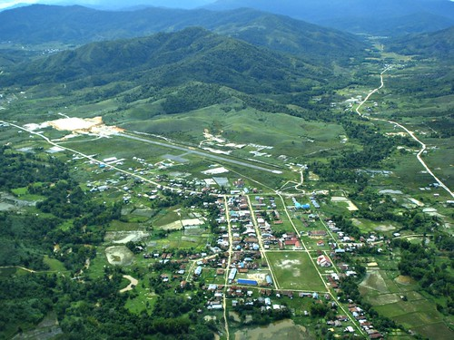 indonesia airport aerialphoto 365 runway airstrip kalimantan longbawan 3652010