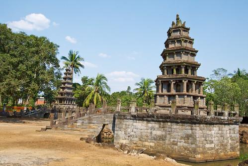 Twin Pagodas 8