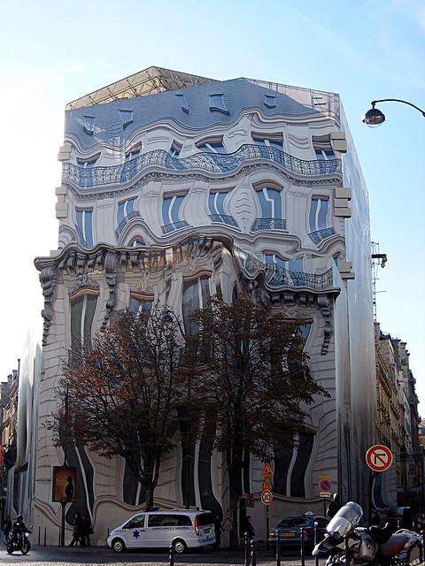 Paris - Wobbly Building