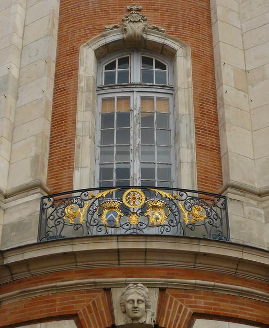 Toulouse 31 fen tre balcon et mascaron de la fa ade for Fenetre balcon
