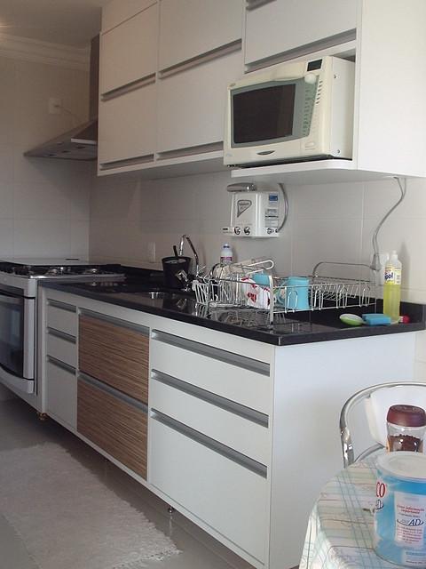 Armario Embutido Pia Cozinha : Cozinha vista gabinete de pia e superior com puxadores