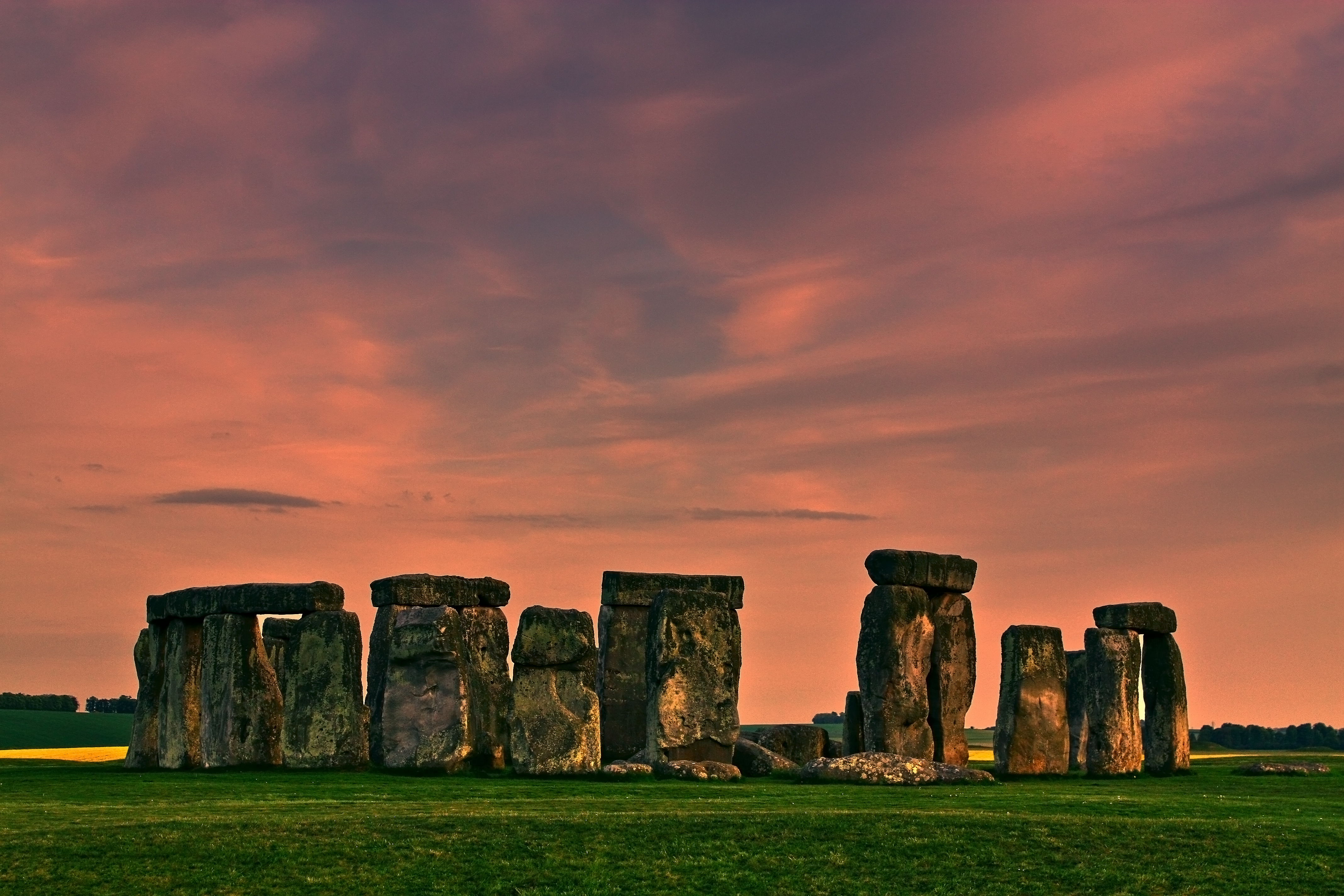 a look at the famous monument in england stonehenge Stonehenge is our most famous prehistoric monument, massive,  in these  chapters julian takes a practical and critical look at some of the.