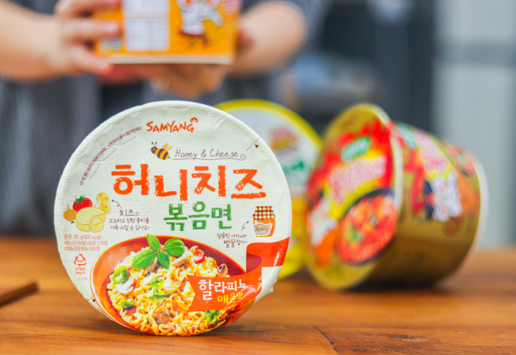 Korean Spicy Noodles Challenge: SAMYANG HONEY CHEESE BIG BOWL