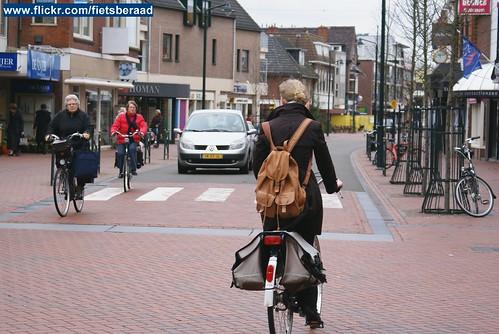 Would eliminating sidewalks and curbs make pedestrians safer? 1