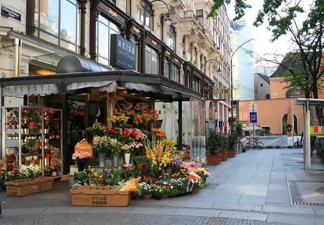 flowershop, Strengthening Relationships with Simple Gestures