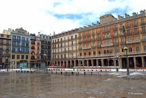 Una vista insólita de la Plaza del Castillo... vacía... El frío no invitaba a pasear, como se acostumbra.