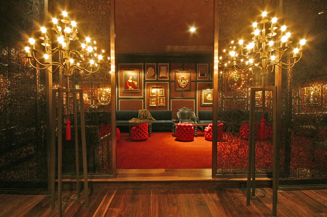 Crimson lounge decor flickr photo sharing - Lounge deco ...