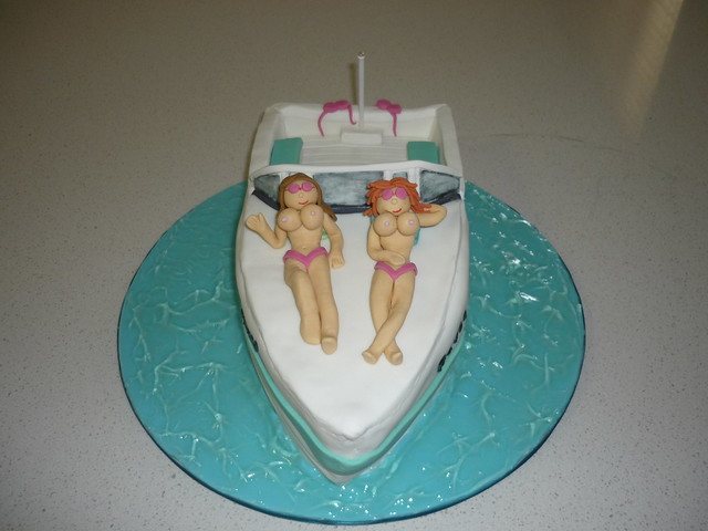 Speed Boat Cake http://www.flickr.com/photos/lostinthefrosting/4532914548/