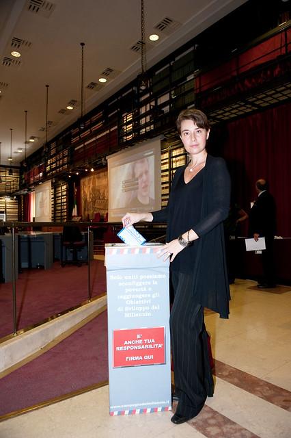 On. Mogherini invia la cartolina