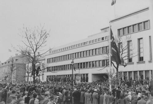 Folketoget i Trondheim på Grunnlovsdagen - 17 Mai (1945)