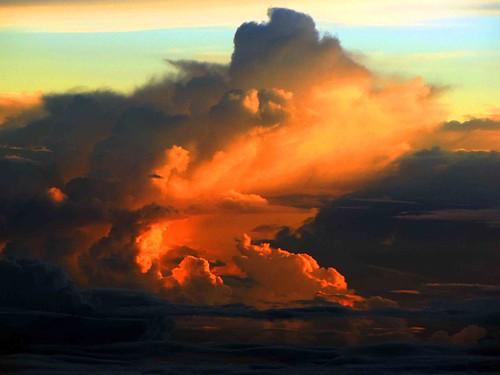 sunset cloud sumatra indonesia aceh norhtern far ruang thunderhead cumulonimbus kantor sumatera tunggu atjeh gubernur sumtran