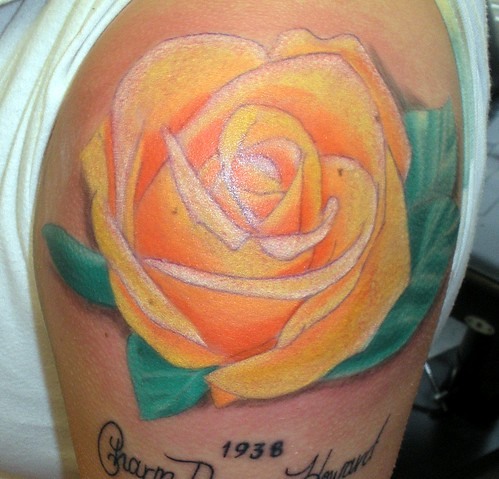 Arm tattoo treands 30 alluring pictures of yellow rose for Yellow rose tattoo
