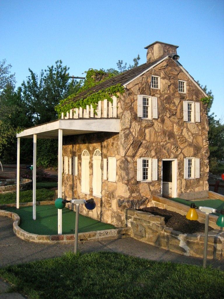 Mini Golf Stone House