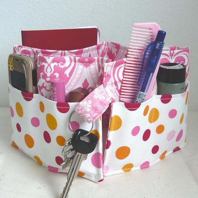 20 inch / 6 pockets Purse / Bag Organizer Insert - (small) Pink Damask