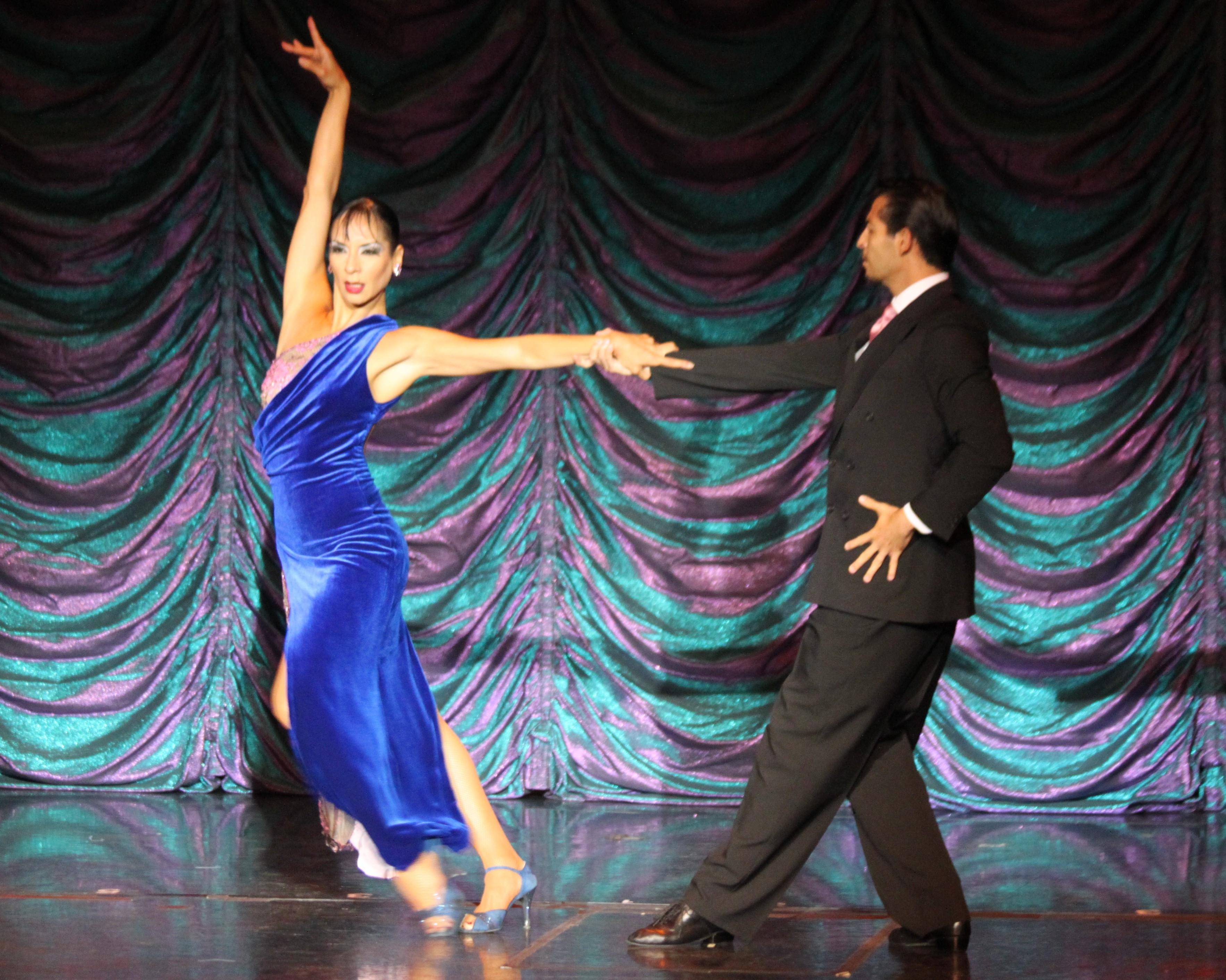 Enjoy the tango show at Piazolla