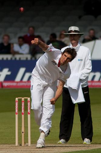 Steve Finn bowling action