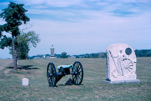 Gettysburg - Cannon and Monuments