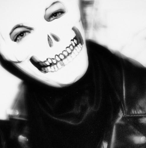 Halloween skull mask by Juli Kearns (Idyllopus)