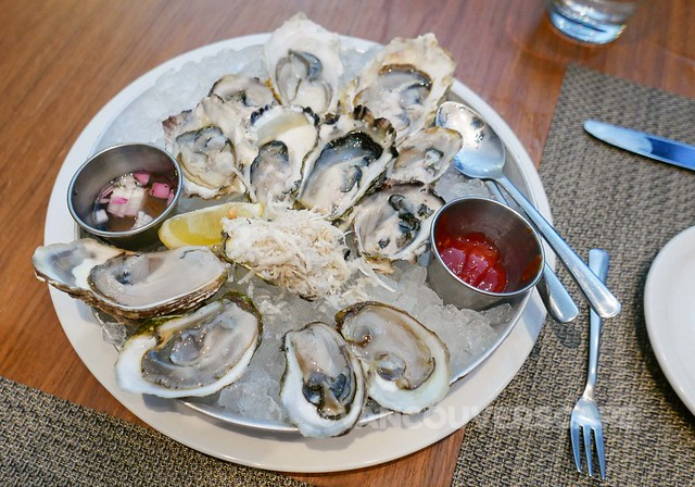 Chef's selection of a dozen East & West coast oysters