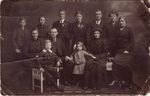 Broersma - Jack & Betty Wedding Family 1916