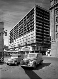 Image of Pedro de Valdivia. chile santiago calle capital centro antigua urbana historia antiguo 1953 arquitecto larrain santiaguino serigio