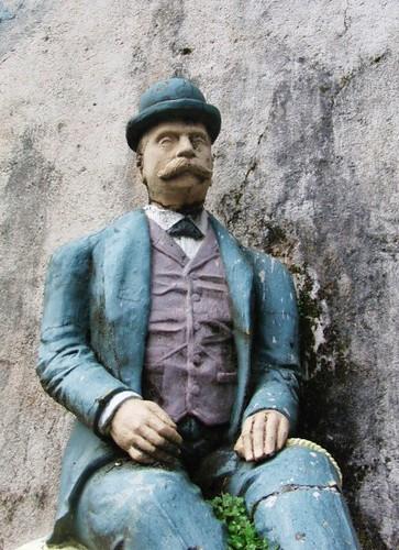 Estatua de D. Juan García Naveira en el Mural Viaje a Egipto en el Pasatiempo