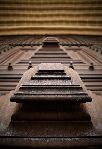 door wood old brown macro portugal lines closeup dof arty perspective nopeople olympus symmetry oldcity evora évora e510 nonblog julioc challengeyouwinner olympuse510 ilustrarportugal ilustrarportugal200810evora