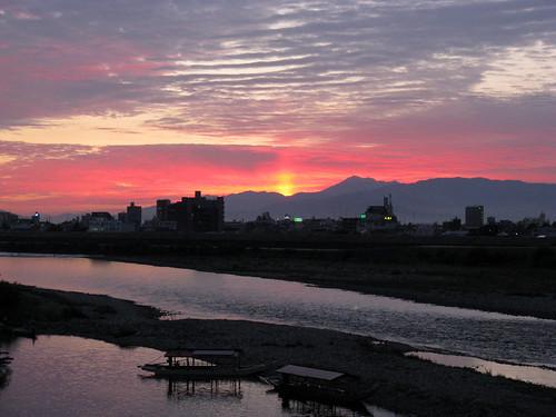 sunset sky cloud mountain building nature japan geotagged cycling boat zoom 日本 2008 gifu tokai eastasia nagarariver 長良川 岐阜県 gifucity 200810 岐阜市 20081012 東海地方 geo:lat=35439178 geo:lon=136773342