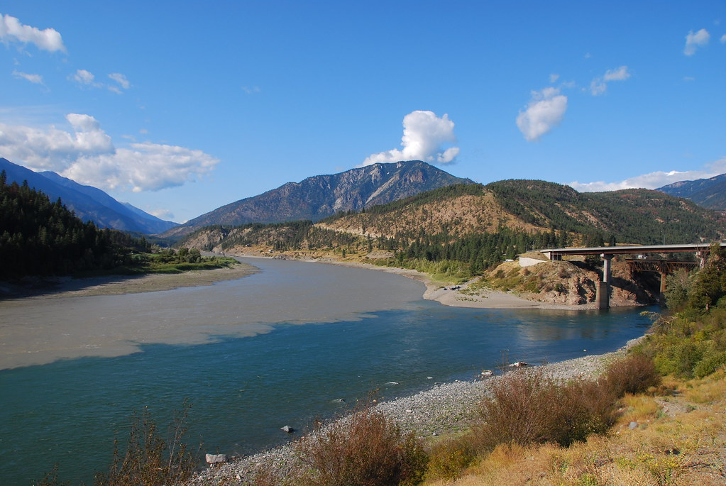 thompson river flowing into fraser river