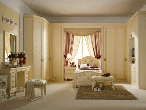 Beautiful styled traditional bedroom