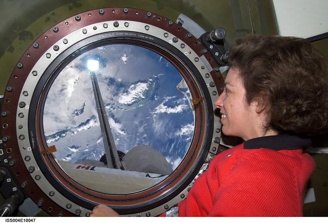 ellen ochoa on space shuttle discovery - photo #14