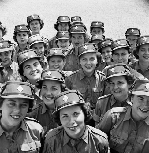 Personnel of the Canadian Women's Army Corps at No. 3 CWAC (Basic) Training Centre. / Personnel du Service canadien de l'armée féminine au 3e Centre d'entraînement (de base) du Service