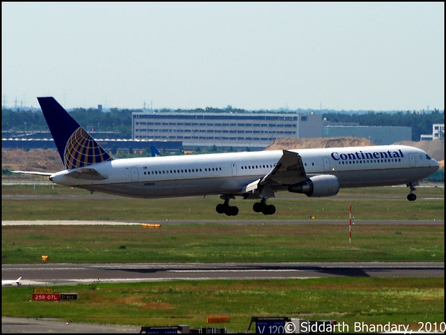 Continental Airlines Boeing 767 about to touch down on runway 25R