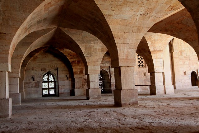 mandu jama masjid><br /> <em>Prayer Hall</em></p> <p>There are apartments on either end of the Prayer Hall, which were used by the royalty.</p> <h3>Hoshang Shah&#8217;s Tomb </h3> <p>This is where Malwa&#8217;s most powerful sultan, Hoshang Shah, is buried.</p> <p><img src=