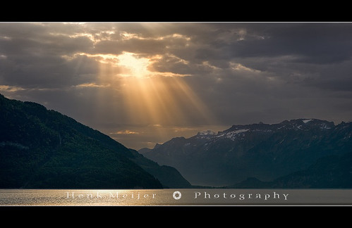 light sunlight mountain lake mountains alps water sunrise canon geotagged lights switzerland swiss thun bern rays sunrays berne meijer canton henk goldenlight magiclight faulensee lakethun floydian proframe proframephotography henkmeijer geo:lat=46674327 geo:lon=77031