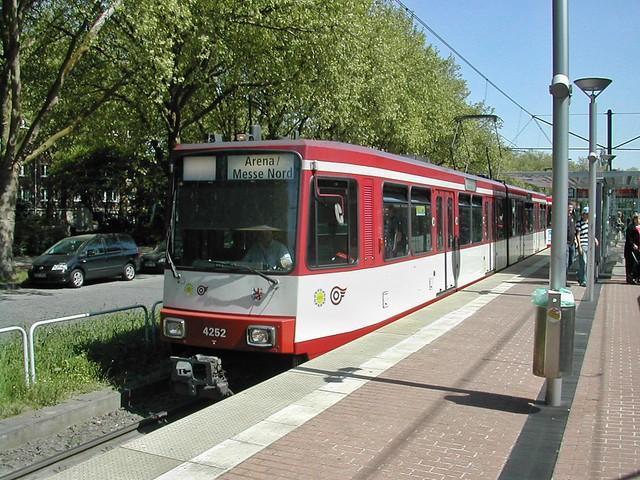 B80 Triebwagen der Rheinbahn, Nikon E775