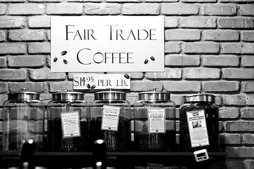 圖:公平貿易的咖啡豆販賣,確保種植的農民能獲得足夠並賴以維生的收益。(Source: Eric Magnuson via Flickr)