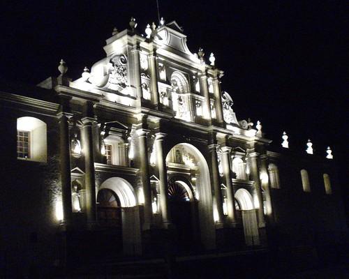 Antigua Guatemala de Noche Foto Atribución Creative Commons / Flickr: John Pavelka
