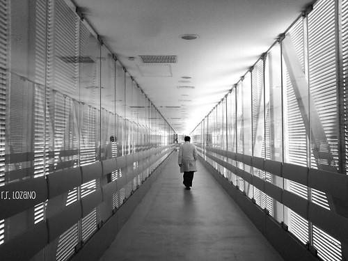 blackandwhite bw blancoynegro hospital md sonyericsson yucatan hallway doctor pasillo blackdiamond sleepless whiterobe yucatán k790a mérida hrae rocoeno marconiunion