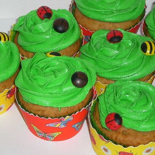 vanilla cupcakes with bugs