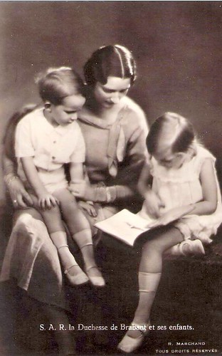 La Duchesse de Brabant et ses enfants, future Queen Astrid of Belgien with Josephine & Baudouin