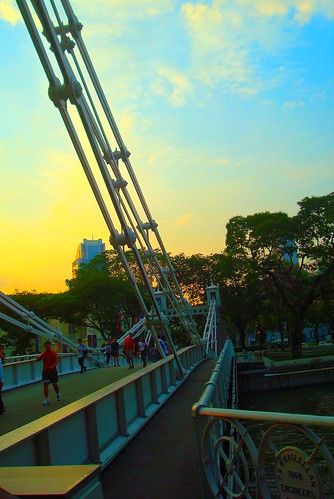 sunset singapore 日落 singaporeriver cavenaghbridge steelstructure boltsnuts linkway88 wmaclellanengineers