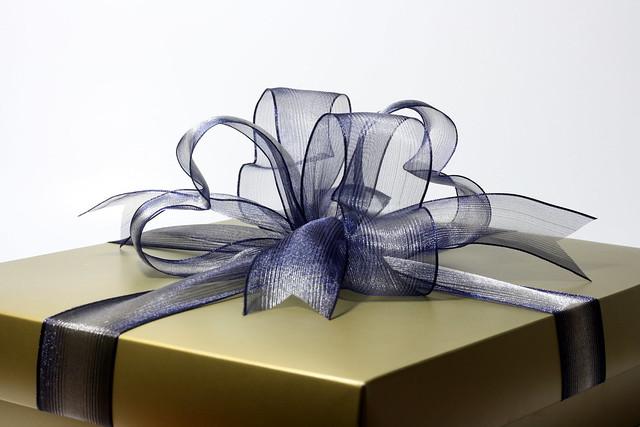 لغز هدايا الزهور والكتب والشوكولاتة