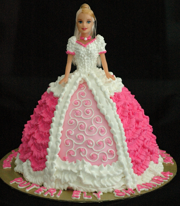 Cake Decoration Doll : Lea Oven: CLASSES AT LEA OVEN PREMISE