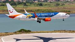 TUI Boeing B737-8 C-FTOH