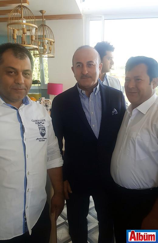 Dışişleri Bakanı Mevlüt Çavuşoğlu bayram kahvaltısını Zeytin Dalı Kafe'de yaptı