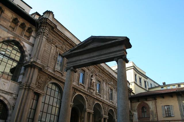20091112 Milano 20 Piazza dei Mercanti 35