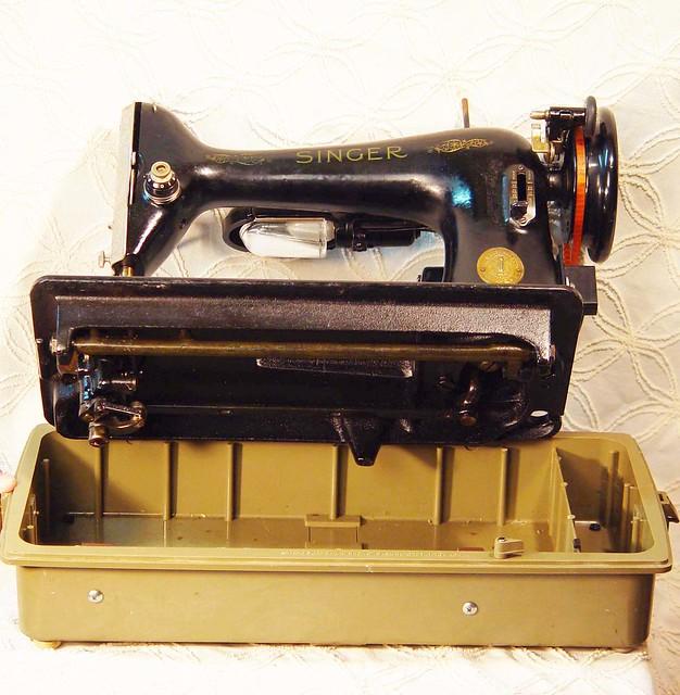 vintage singer sewing machine model 66