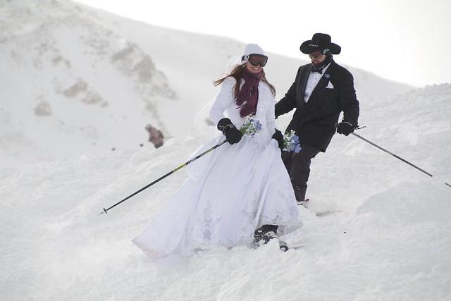 Loveland CO Wedding 2010-Skiing Couple
